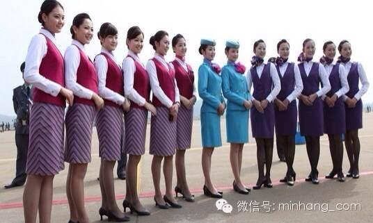飞国际航班,空姐你准备好了吗? 飞国内线,乘务员代表的是航空公司;而飞国际线,乘务员代表的是中国。 各家航空公司加大国际航空市场的投放力度,国际航线的增加,给航空公司的空中服务提出了更高的要求。乘务工作是服务窗口,乘务工作的适当与否会直接影响旅客对国际航线的评价。被挑选执飞国际航线的乘务员,不仅需要有过硬的英语技能和服务技能,还要多加培训,继续成长。头脑上的预备 好好学习,天天向上 从国内线转向国际线的飞行,乘务员一定要做足心理准备。要充分了解国际航线的意义,只有头脑中高度重视,才能落实到每一次服务中。还